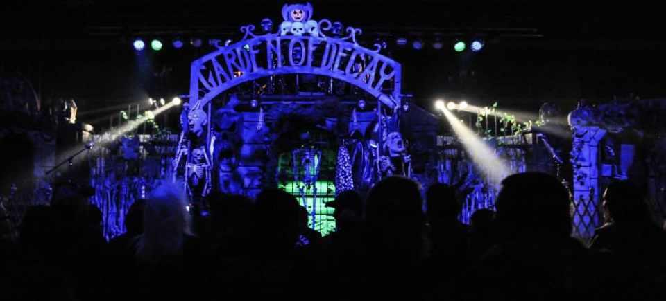 Halloween-StageSet-GardenOfDecay