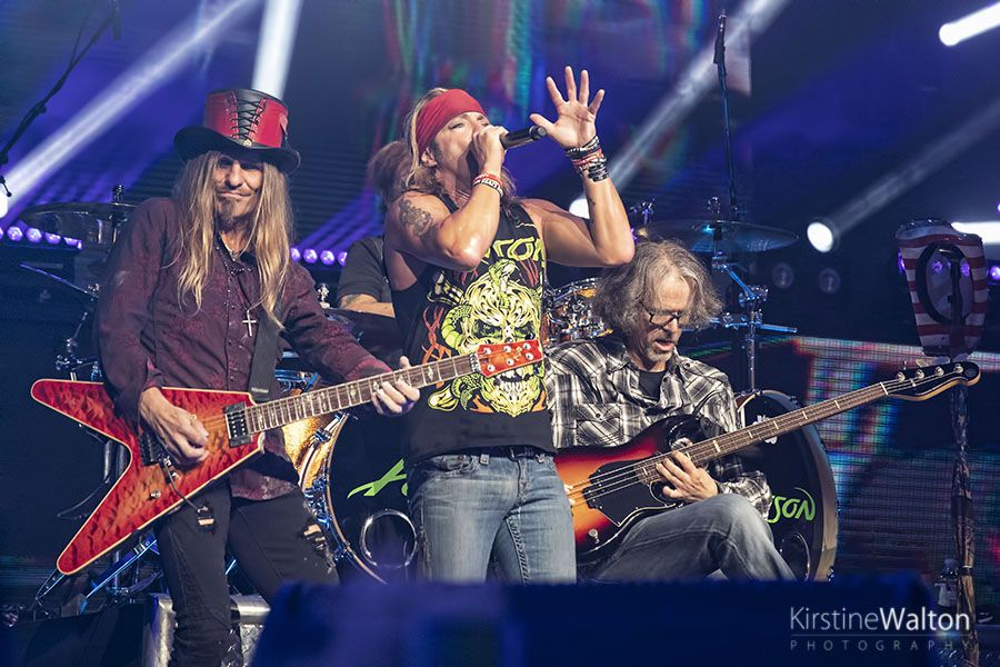 poison at hollywood casino amphitheatre in tinley park il national rock review. Black Bedroom Furniture Sets. Home Design Ideas